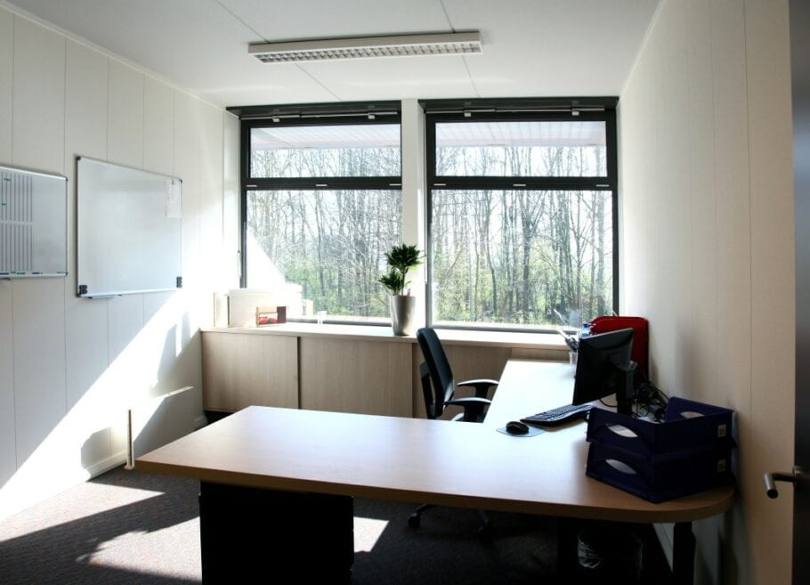 Corona-kantoor-wanden